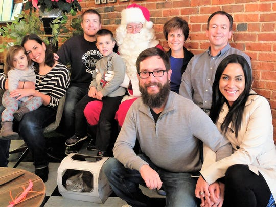 Santa Paws – Downtown's River Kitty Cat Café hosted