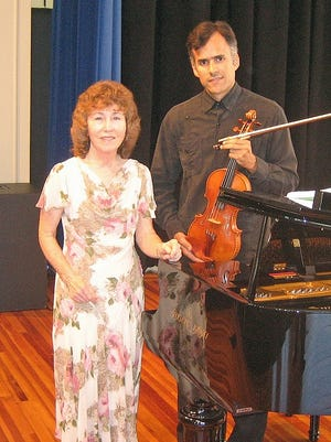 The Lopez Tabor duo will perform on Jan. 7 in Marianna.