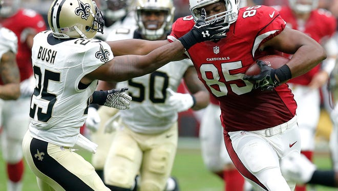 Arizona Cardinals tight end Darren Fells (85) runs as New Orleans Saints free safety Rafael Bush (25) pursues during the first half of an NFL football game, Sunday, Sept. 13, 2015, in Glendale, Ariz.