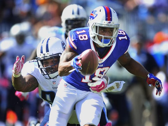 Titans defensive end Jurrell Casey tries to tackle Bills wide receiver Percy Harvin.