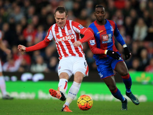 Stoke City's Glenn Whelan, left, and Crystal Palace's Yannick Bolasie battle for the ball  during the English Premier League soccer match at the Britannia Stadium, Stoke, England, Saturday Dec. 19, 2015. (Mike Egerton/PA via AP) UNITED KINGDOM OUT