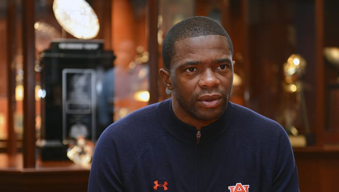 Ex-Auburn assistant coach Dameyune Craig is now the new wide receivers coach for the LSU Tigers.