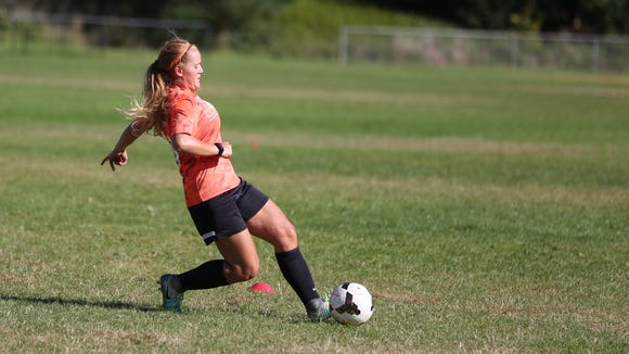 Sprague's Sarah Teubner particiaptes in drills during practice on Wednesday, Sept. 14, 2016.