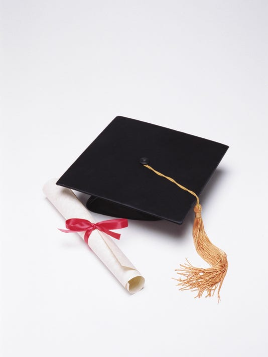 635678958312140293-graduation