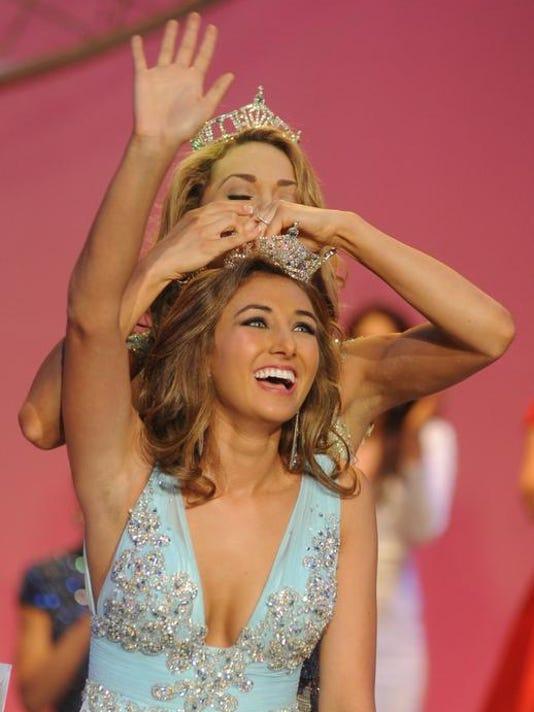 MNJ 0622 Miss Ohio crowning.jpg