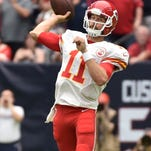 Chiefs' Smith falls off 'same page' with wide receivers