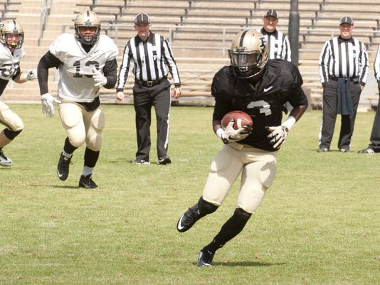 635958163546327680-FEATURE-purdueSpringScrimmagePractice-104.jpg