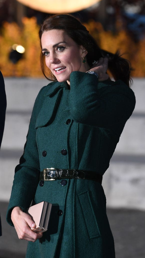 Wearing her green trench coat, Kate attended a cultural performance on the Yukon River on Sept. 27, 2016 in Whitehorse, Yukon.