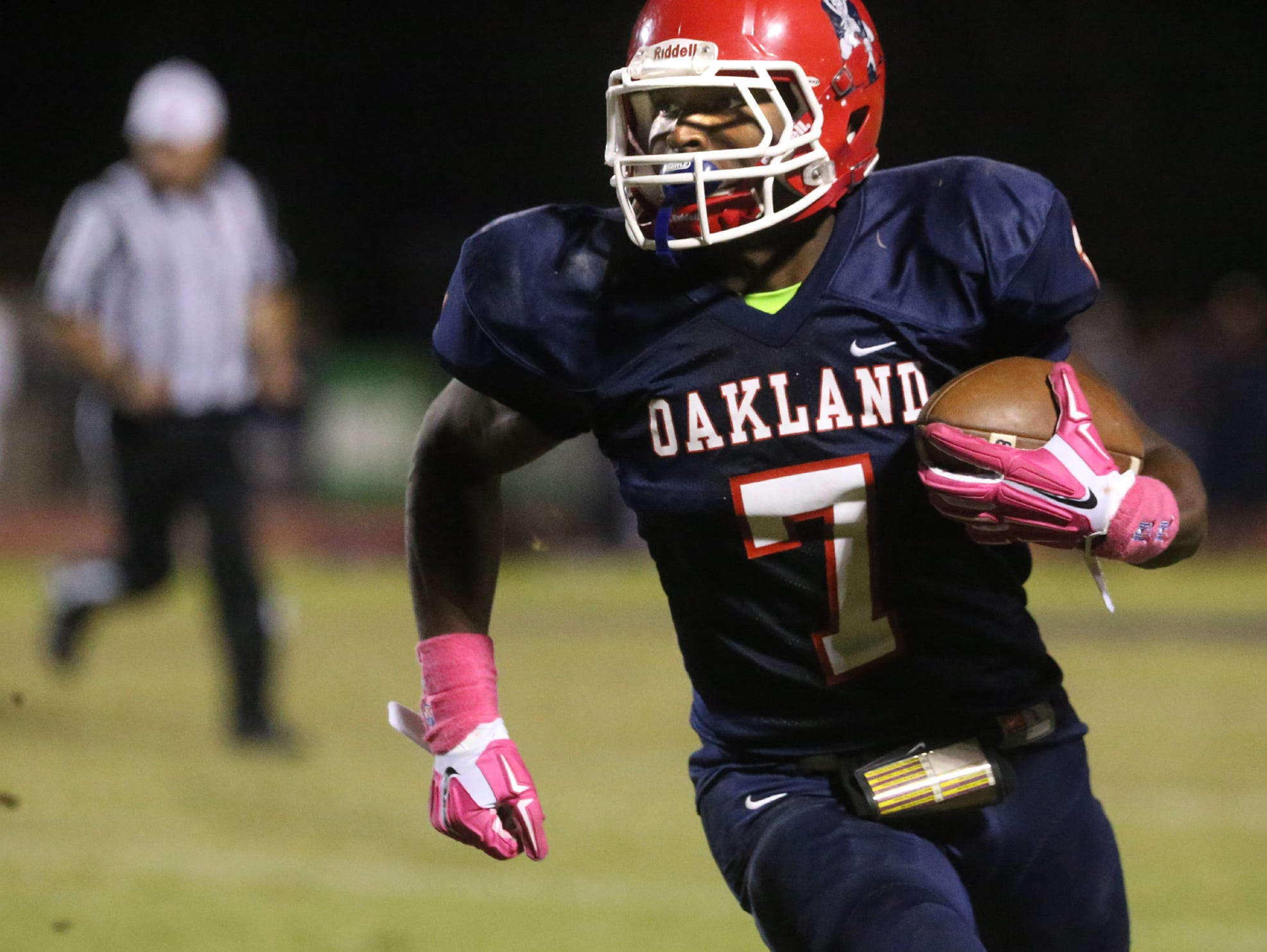 Oakland's JaCoby Stevens (7) runs the ball against Riverdale. Oakland travels to Cookeville on Friday.