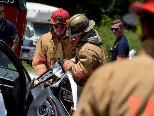 Med residents learn vehicle extrication