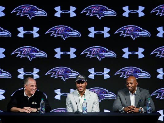 Cornerback Marlon Humphrey, center, the Baltimore Ravens' first-round draft pick, speaks during a news conference at the NFL football team's practice facility in Owings Mills, Md., Friday, April 28, 2017. Also pictured are defensive coordinator Dean Pees, left, and secondary coach Chris Hewitt. (AP Photo/Patrick Semansky)
