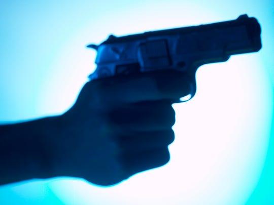 Hand aiming handgun
