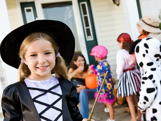 Surprise your little ones and take them trick or treating at Boo in the Zoo!