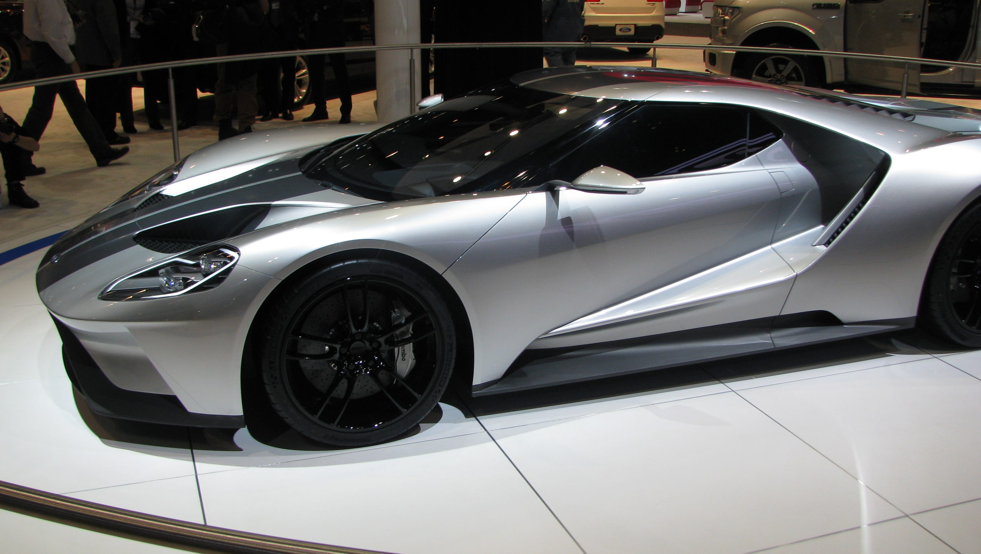 ford 39 s gt american supercar to be built in canada. Black Bedroom Furniture Sets. Home Design Ideas