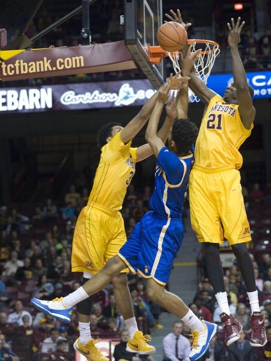 NCAA Basketball: UMKC at Minnesota