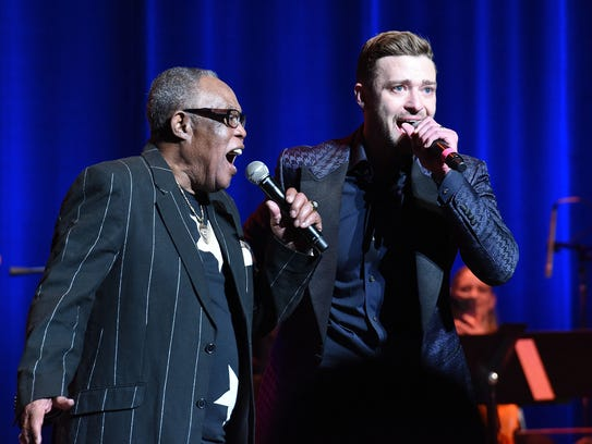 Singers Sam Moore and Justin Timberlake perform at the Memphis Music Hall of Fame induction in 2015.