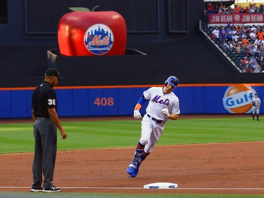 New York Mets left fielder Brandon Nimmo (9) rounds