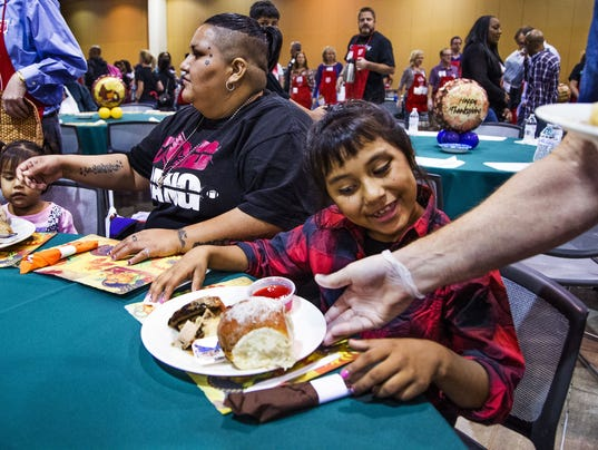 Salvation Army serves free Thanksgiving meals in Phoenix. Thomas ...