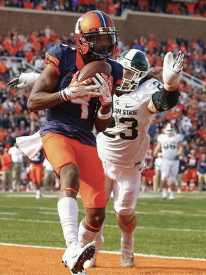 Sam Mays of the Illinois Fighting Illini catches the ball for the winning touchdown as Chris Frey of the Michigan State Spartans defends Nov. 5, 2016 in Champaign, Illinois.