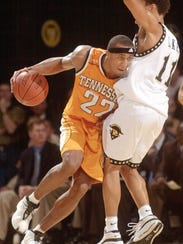 Tennessee's Vincent Yarbrough (22) is called for charging