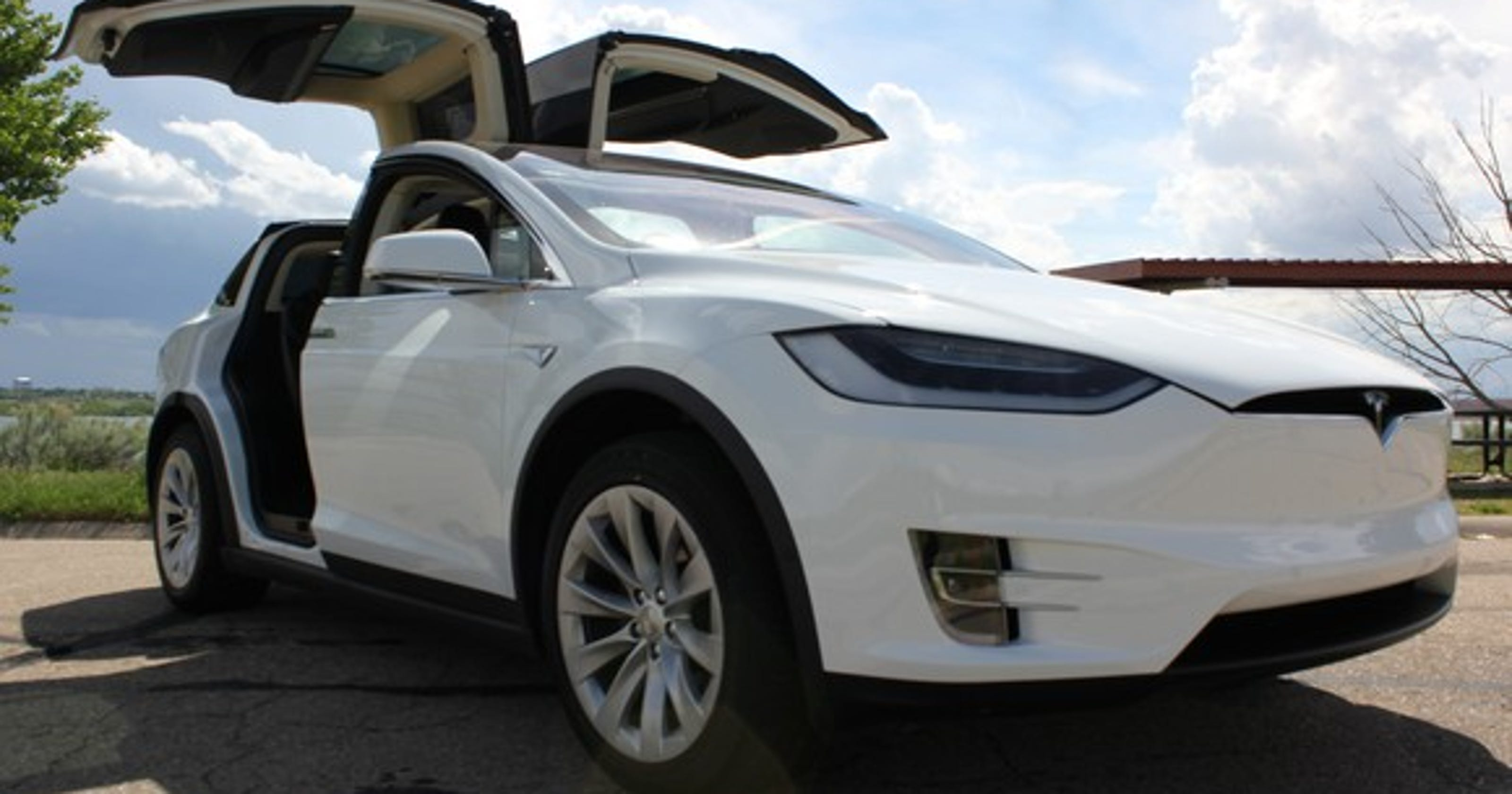 Tesla to offer cheaper Model X crossover