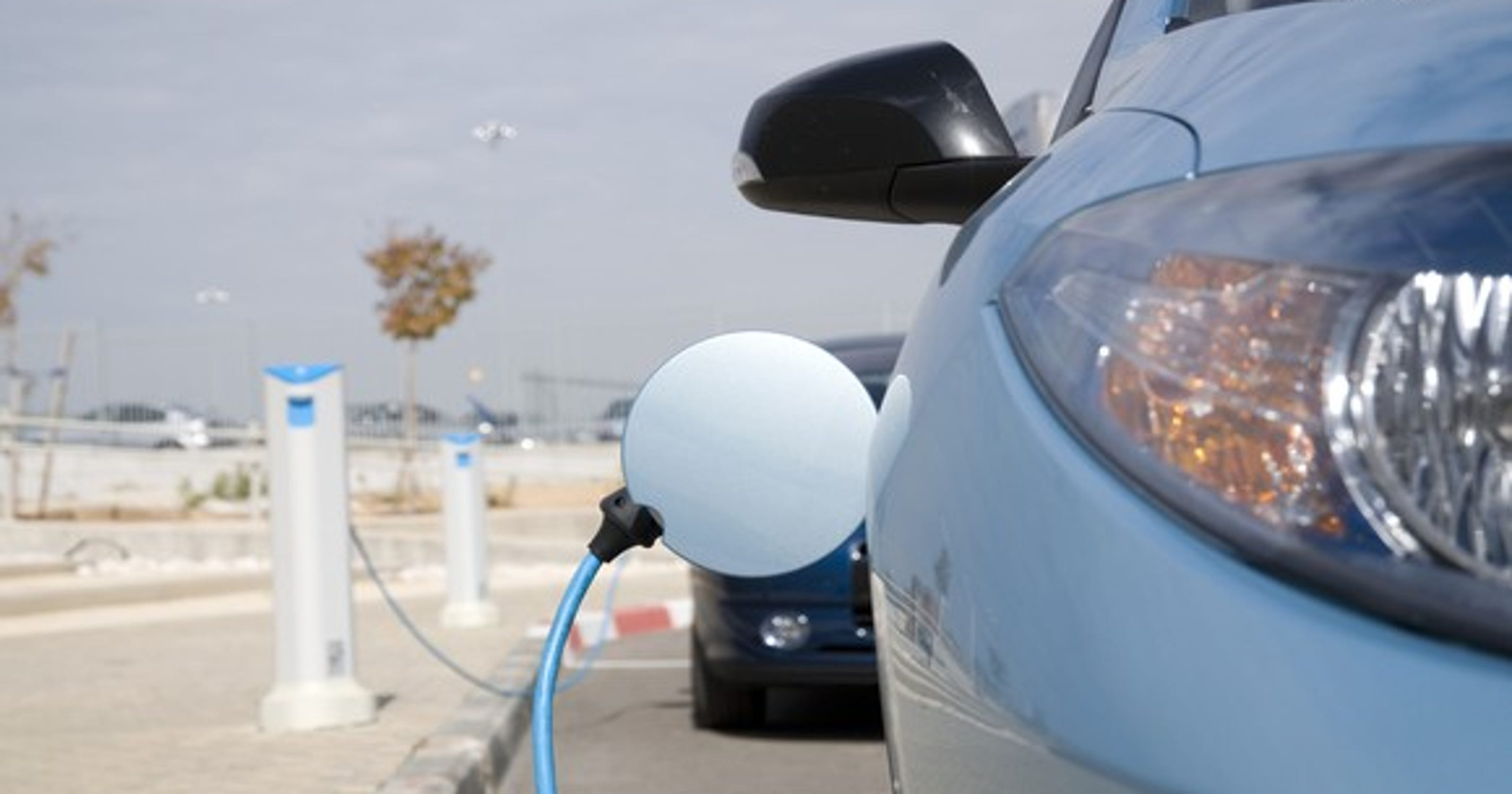 Electric cars increasingly appealing to Americans, AAA study