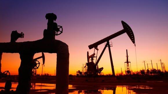 America should more aggressively pursue a shift to non-fossil fuels, a Desert Sun reader writes.