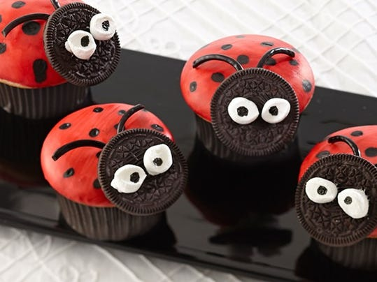 Ladybug-Painted-Cupcakes_Recipes_787x426.jpg