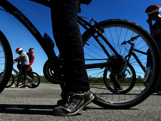 Cycling instructor Robert Johnson adjusts Lorena Mondragon's