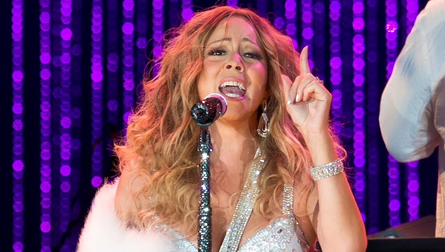 For her performance at the Major League Baseball All-Star Charity Concert with The New York Philharmonic on July 13, Mariah covered her sling in white fur.
