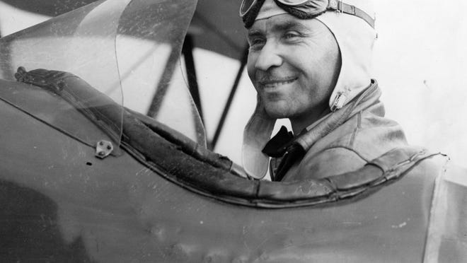 Bob Shank was one of the first four airmail pilots in the United States.