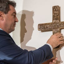 Bavaria orders all government buildings to display crosses