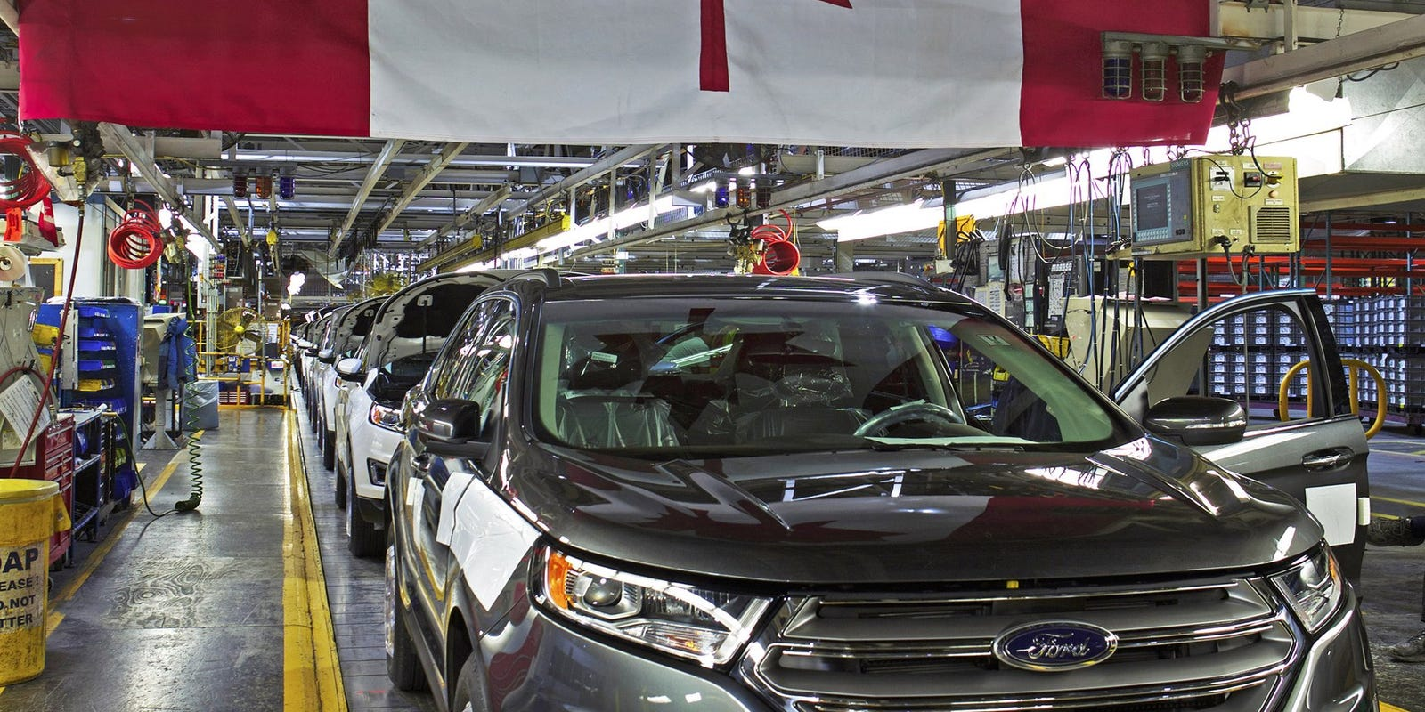Canadian autoworkers gear up as contracts expire Monday night