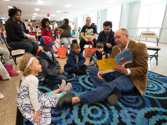 """David Ledford, vice president of news and executive editor of the Delaware News Journal reads """"Off you go, Maisy!"""" written by Lucy Cousins during the Imagine Delaware Literacy Festival at John Dickinson High School."""