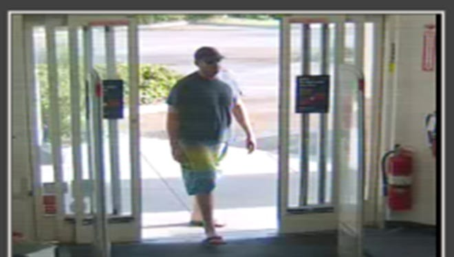 Melbourne police said a robbery suspect in colorful shorts and flip-flops robbed a CVS store Saturday.