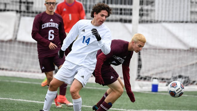 Memorial's Marshall Francis (14) battles for the ball in the Class 2A state championship game against FW Concordia Lutheran.