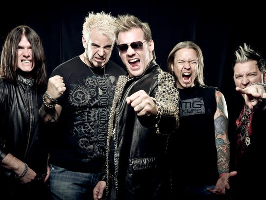 Chris Jericho (center) and Fozzy play the House of