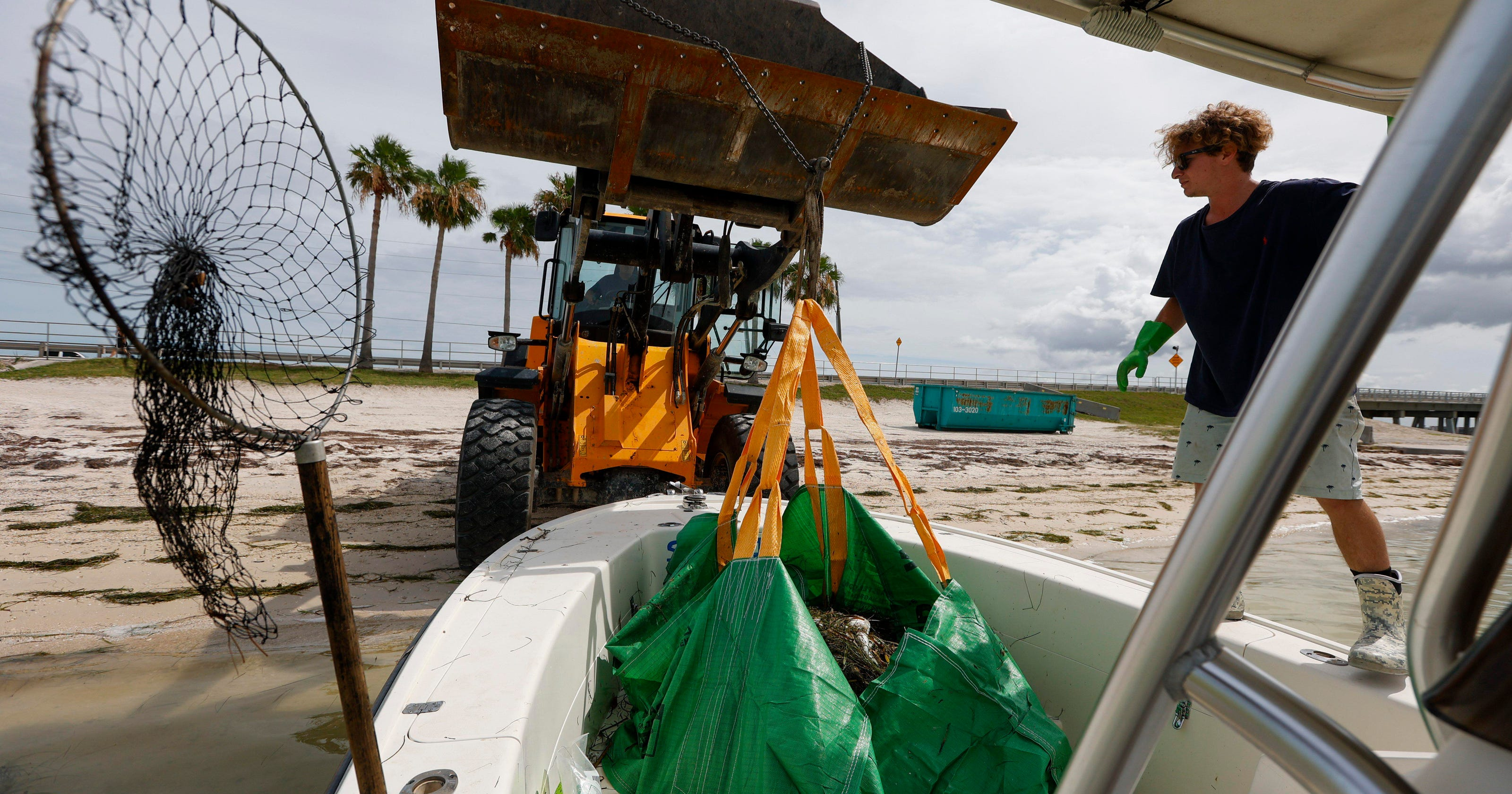 'The beaches are open': Florida welcomes tourists amid red tide outbreak
