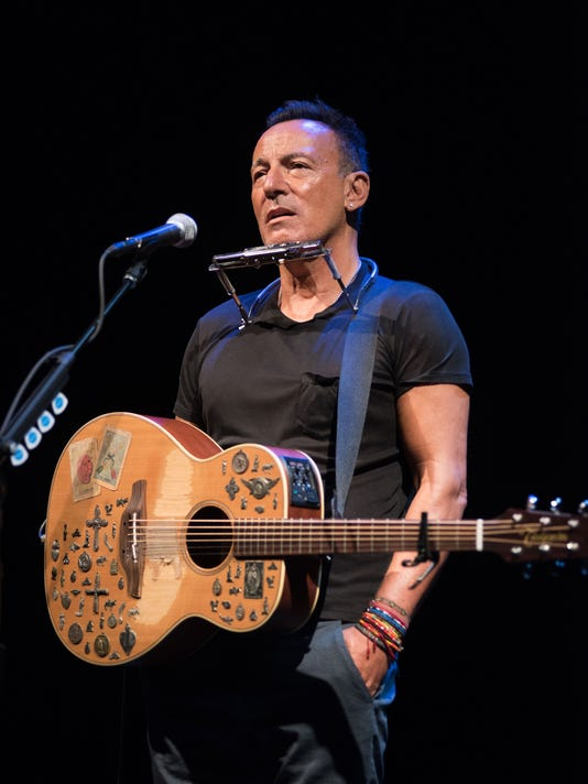 XXX 16_BRUCE-SPRINGSTEEN-IN-SPRINGSTEEN-ON-BROADWAY_PHOTO-BY-ROB-DEM