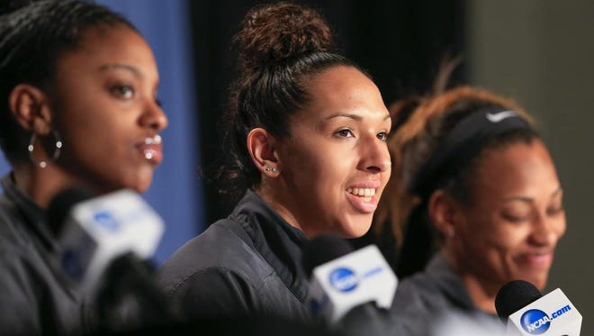 Tennessee's Mercedes Russell sits between Diamond DeShields, left, and Bashaara Graves, right, during a news conference Saturday ahead of Sunday's Elite Eight game against Syracuse in Sioux Falls, S.D.