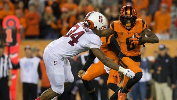 Oregon State wide receiver Victor Bolden (No. 6) was among five Beavers to be named honorable mention all-Pac-12.