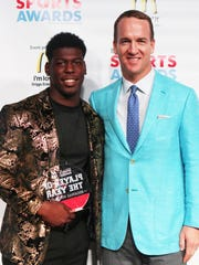 Peyton Manning poses with Delmonte Hall (North DeSoto),