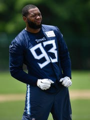 Titans outside linebacker Kevin Dodd (93) warms up