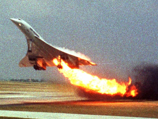 Air France Concorde flight 4590 takes off with fire
