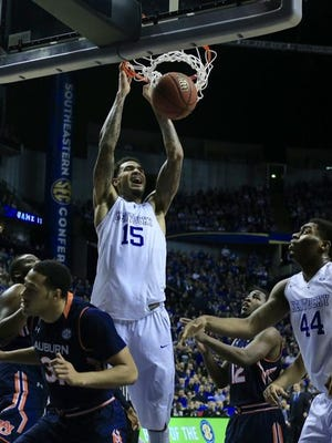 Willie Cauley-Stein scored 8 points, including this dunk on an assist from Tyler Ulis, in the first half Saturday.