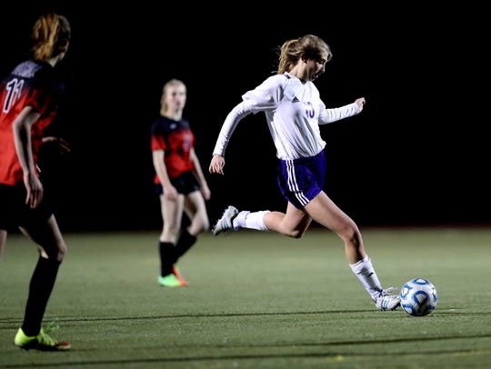 Shasta High's Laney Green moves the ball downfield