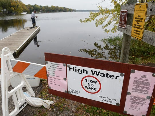 A sign announces a no wake zone restriction on Briggs