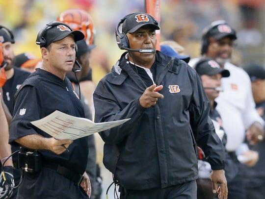 Cincinnati Bengals head coach Marvin Lewis, right,