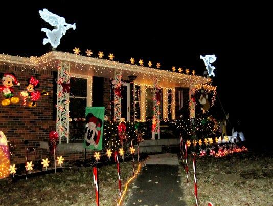 636482508738657275-Christmas-decorations-06.JPG
