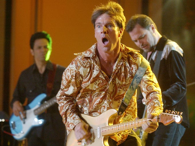 Actor-musician Dennis Quaid, center, performs with
